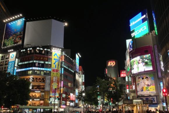 渋谷スクランブル交差点・夜