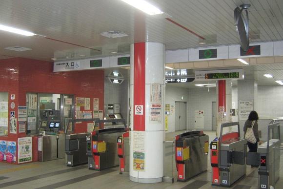 京都市役所前駅改札