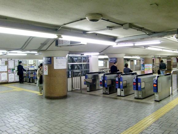 烏丸駅改札